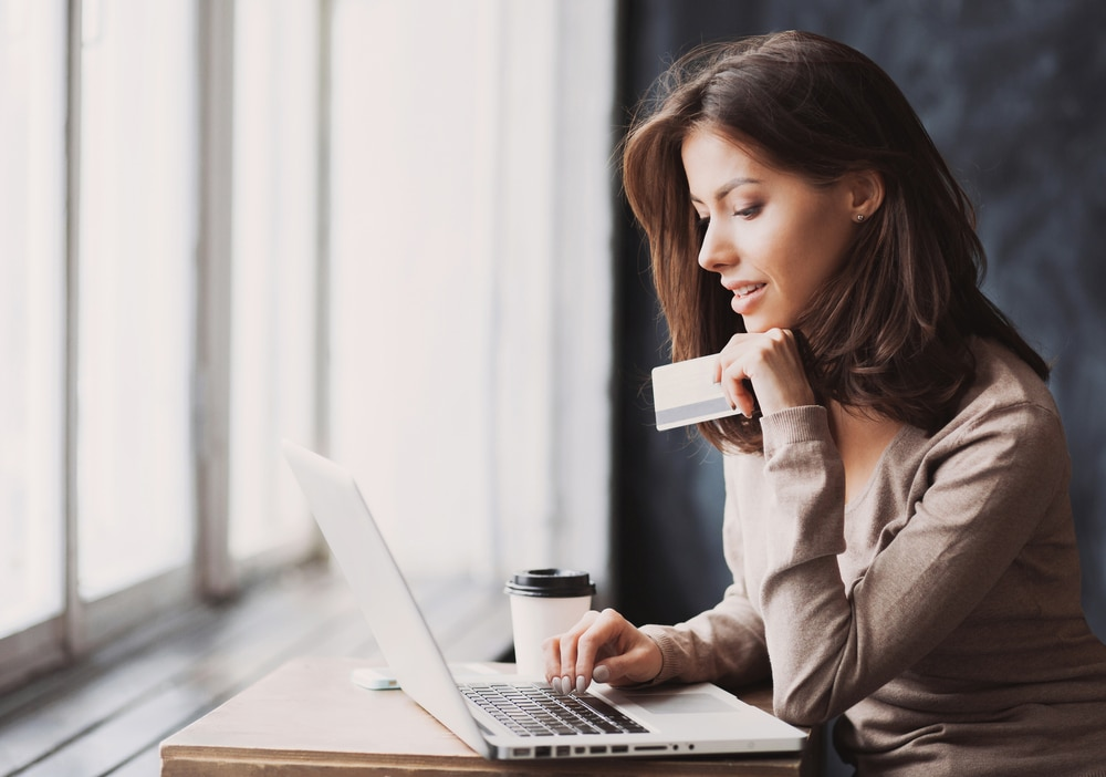 業者を使わないで自分で現金化するのと、業者を使うのではどちらがバレにくいのか?