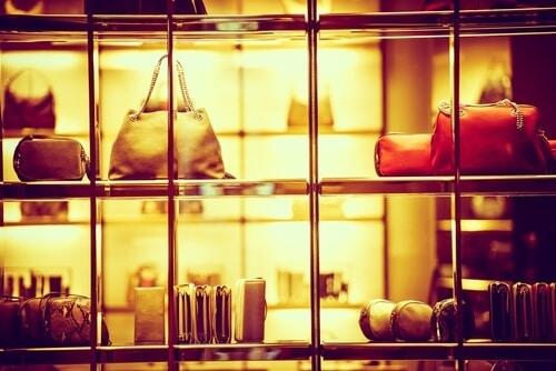 人気ブランドのバッグや時計